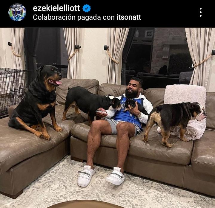 Ezekiel Elliot and his dogs